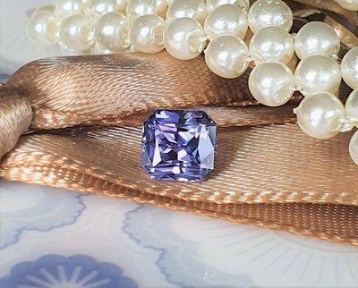 揚邵一品(附國際證)1.06克拉紫羅蘭藍寶石 無燒天然~淨度佳 切工對稱工整 滿版火光銳利 閃亮亮 紫色剛玉 紫色藍寶石