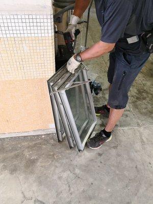 屋宇署註冊承建商 強制驗窗 窗花 蚊網 鋁窗工程 鋁窗安裝 鋁窗維修 免費報價