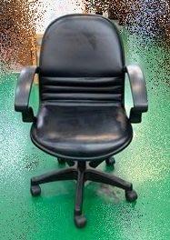 宏品二手家具館】中古全新家具家電特賣 F12439*黑皮扶手OA椅* 電腦桌書桌椅 辦公傢俱 鐵櫃 床組 客廳家具出清