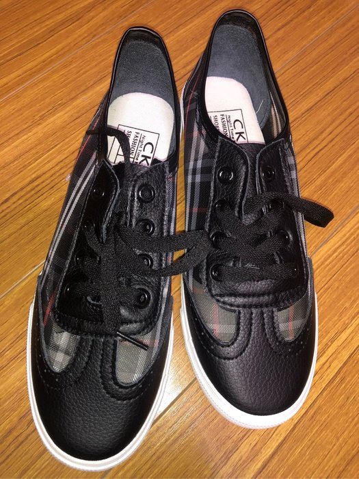 秒殺!!!!!國外大牌CKN平底鞋size:40