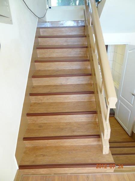 **時尚塑膠地板賴桑**樓梯塑膠地板or南亞塑膠樓梯止滑板每呎190起