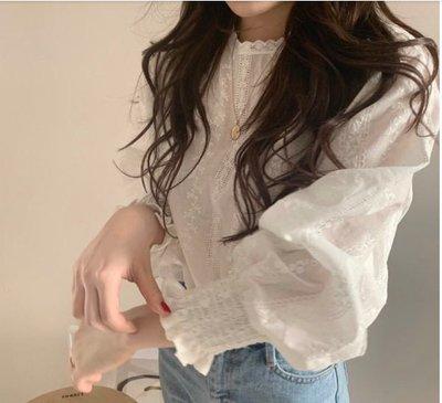 韓 東大門 長袖上衣 襯衫甜美系少女小清新减齡蕾絲勾花燈籠長袖襯衫T555.851 胖胖美依