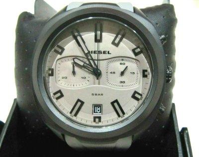【Q比購】柴油DZ4498灰色錶盤計時碼表黑色錶殼灰色矽膠錶帶48毫米 240 全新