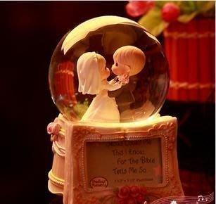【優上精品】寶貝時光水滴娃娃書型相框水晶球音樂盒八音盒水晶球送朋友聖誕節禮物(Z-P3152)