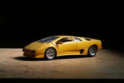 挖你老物《 義大利製 Bburago 1/18 Lamborghini Diablo 1990 藍寶堅尼合金模型車 》