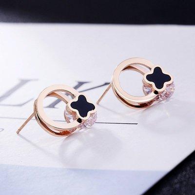 18K玫瑰金鏤空黑色四葉草夾鋯石耳環