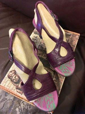 超值特價 皮製 MACANNA 麥肯納 女鞋 紫色交叉帶涼鞋
