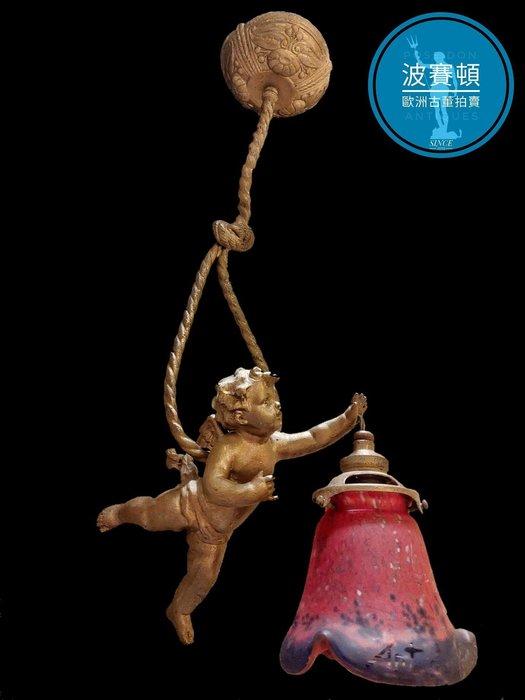 【波賽頓-歐洲古董拍賣】歐洲/西洋古董 法國古董 拿破崙三世風格 手工鬱金香玻璃燈罩(有落款)天使吊燈/燭台1燈  (吊燈高度:50公分;天使長度:24公分)
