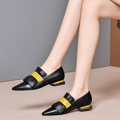 CC QUEEN*英倫羊皮小皮鞋 時尚拼色平底鞋 尖頭休閒樂福鞋/跟高2CM 33-41碼『黑黃 米白黃』