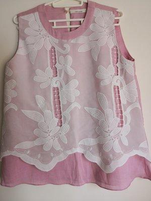 全新 韓國製 Wannabe 漂亮浪漫粉紅色  前外層白色蕾絲勾花 圓領棉混紡 典雅寬版上衣