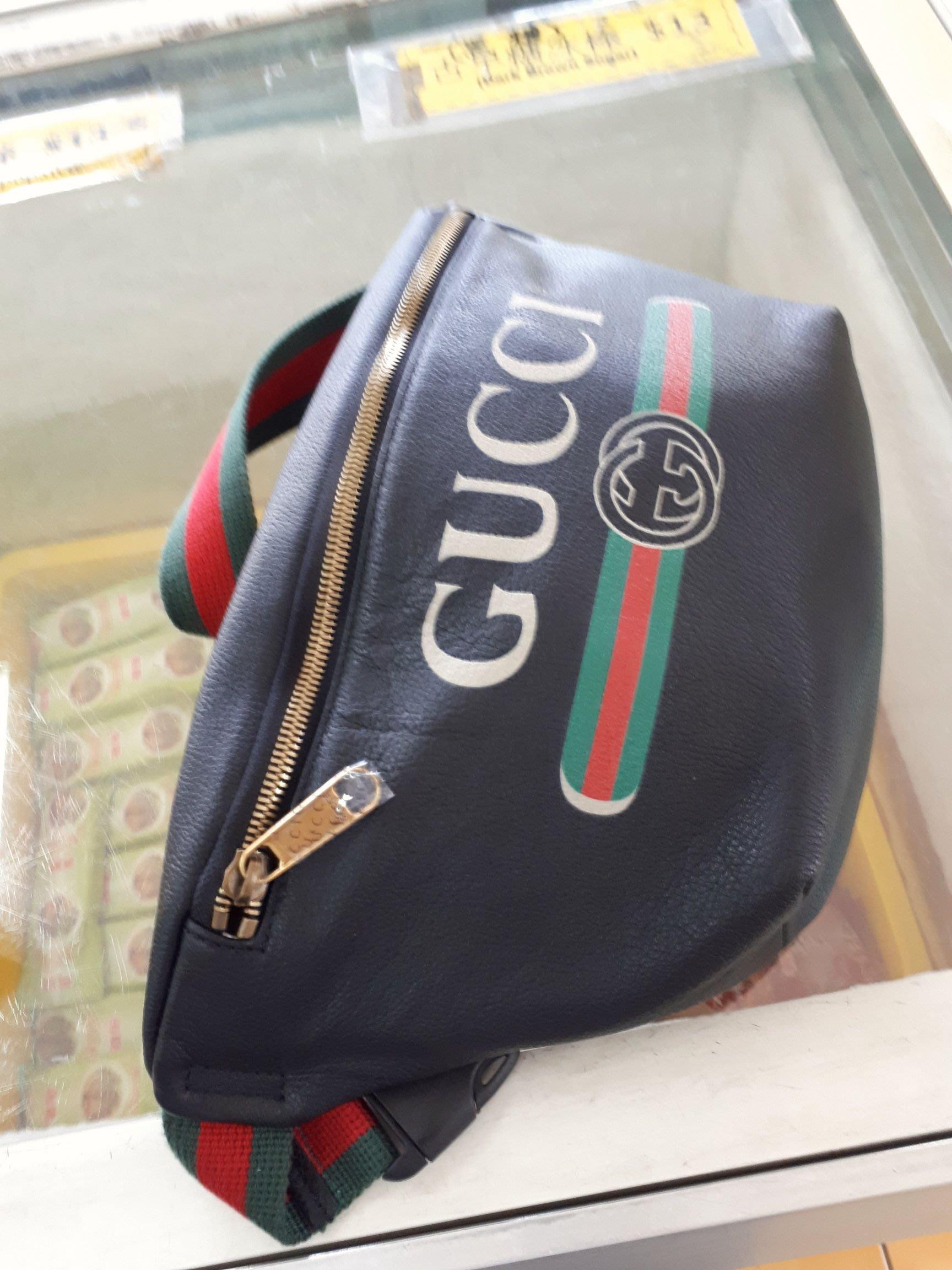 原單 喜歡私訊 Gucci   經典標誌印花皮革 28厘米(寬)x 18厘米(高) x 8厘米(深) 棉麻內襯 腰包/胸掛包  郵局宅配