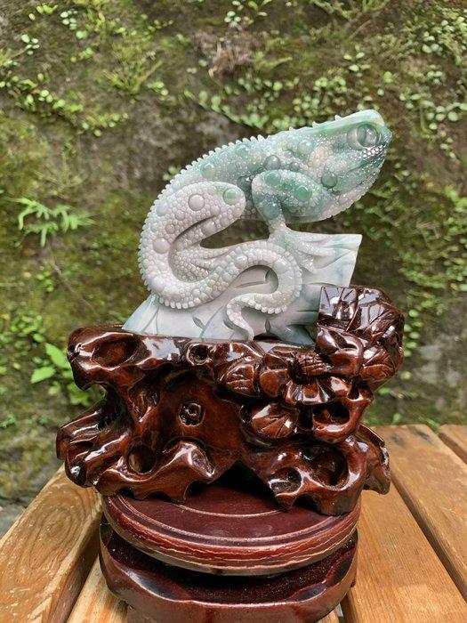 [滿藝精選] 頂級收藏品標❤️天然A貨翡翠蜥蜴擺件  細糯飄綠花質地種水好 雕工精細霸氣