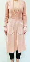 CHANEL洋裝粉色針織毛料材質、(含內搭同系列粉背心ㄧ件)套組。尺寸40號偏合身版型。洋裝穿起來非常優雅。❤️回饋降價只有5天即恢復原售價13000元❤️