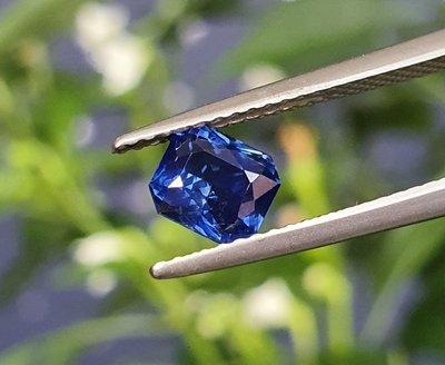 揚邵一品(附國內外雙證書)無燒1.12克拉皇家藍藍寶石 天然無燒  顏色深邃濃郁 個性切割 顯貴氣 時尚天然剛玉 藍色剛玉