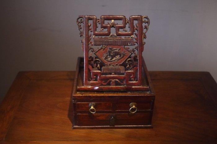 ㊣大匠之風㊣古董擺飾**紅漆精雕刻花老件杉木化妝盒 珠寶盒.收納箱*另有紅木實木原木家具*