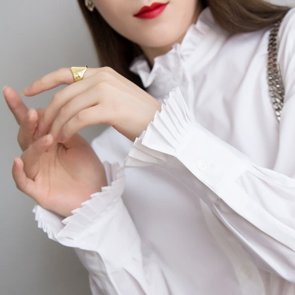 歐美 新款 復古宮廷風 免燙好打理 木耳花邊 風琴燈籠袖口 彈力棉襯衫上衣 兩色 (G889)