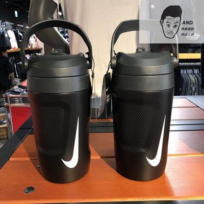 【AND.】NIKE FUEL JUG 黑白 霸水壺 健身 運動 隨身 輕便 手提水壺AC4415-012