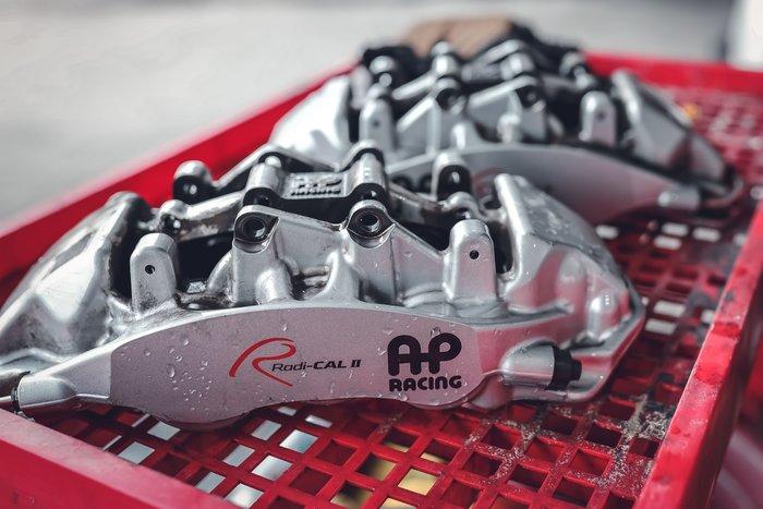 德朋國際 / AP CP9560六活塞卡鉗  卡鉗清潔 保養 來令片 烤漆 外盤更換