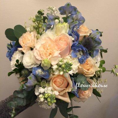 【Flower&House花藝之家】F61。白藍粉色系。新娘捧花。拍照手綁花。客製捧花。森林系捧花。台北歡迎自取