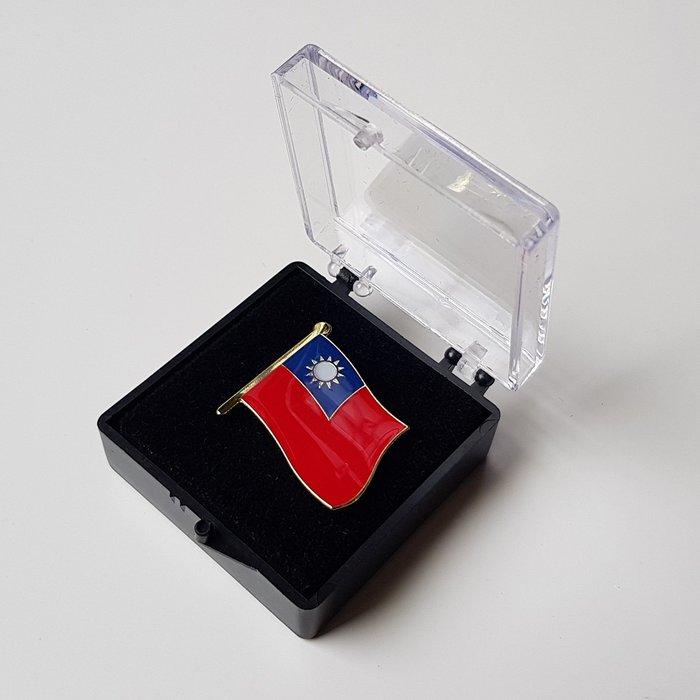 大台灣國旗徽章。國旗徽章。大徽章W2.5公分xH2.3公分。大徽章+盒子