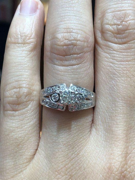 總重65分天然鑽石戒指豪華配鑽款式設計,超值優惠出清商品36800,鑽石超白火光超閃亮,只有一個要買要快