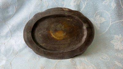 黑色小館A15~~~~~銀盤(約長21x16公分.重130公克)盤面有手工風景雕刻