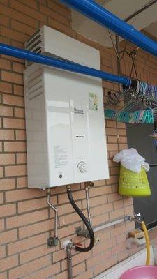 【大家都買這台】原廠保固一年 林內RU-B1021RF恆溫屋外抗風10L型瓦斯熱水器 1021RF舊換新含安裝