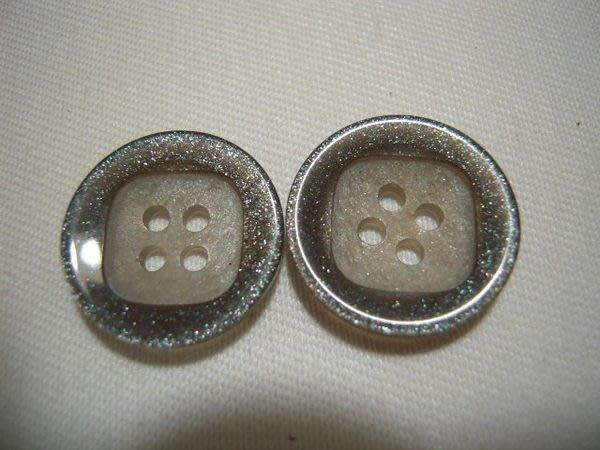 ※布箱子※ 縫紉拼布手作配件~扣子.鈕扣.釦子(DT138)~四孔~18mm