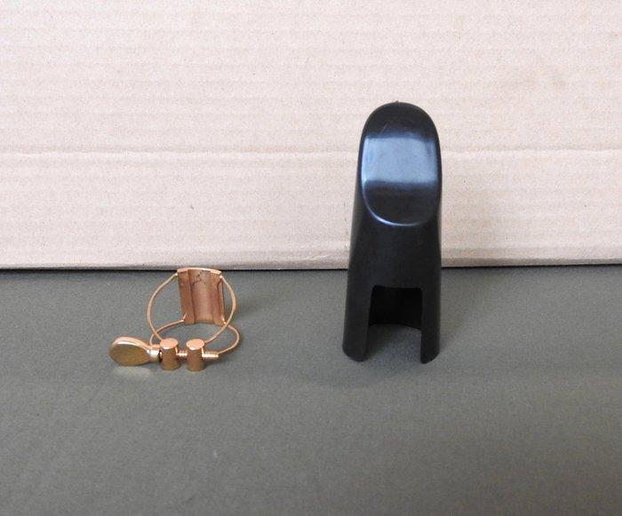 次中音鋼線束圈:一般黑色膠嘴使用,附反向專用護蓋,音色比較乾淨和宏亮