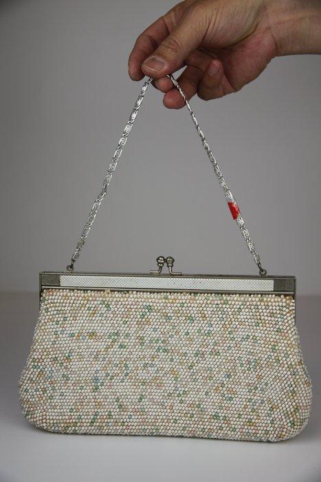 1019-回饋社會-特價品-是老件(貴婦-旗袍裝扮適用)厚重珠珠包-收藏品(郵寄免運費~建議預約自取確認)
