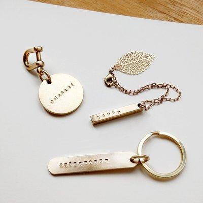 黃銅吊飾/鑰匙圈 寵物吊牌 客製化姓名 電話字母敲字【雙面刻字】
