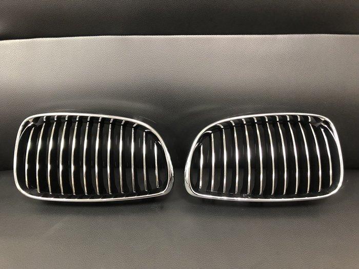 原廠 中古美品  BMW 1 Series E81 E82 E87 E88 水箱護罩 一對