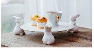 香河竹藝行***萌萌兔陶瓷蛋糕點心托盤甜品架婚慶用品茶几置物盤鑰匙盤麵包零食水果盤二個尺寸
