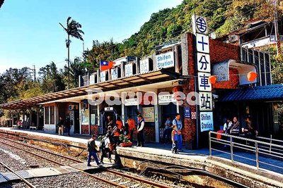 台灣圖庫.圖片.照片出租.平溪線鐵路十分火車站.專業攝影師拍攝.想租多少價格.你決定專案.