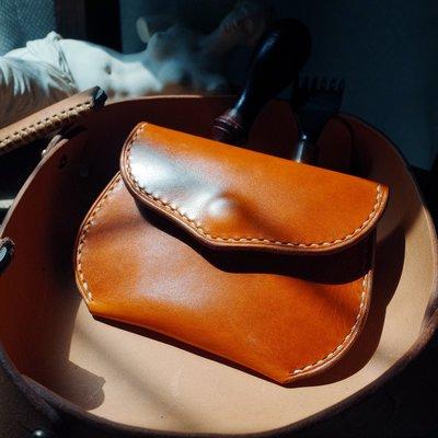 拓荒者革製所。Studio純手縫短款小錢包櫪木風格焦茶色植鞣牛皮雙隔層卡包 原創手工真皮小錢夾
