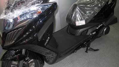 MILK71322目光機車踏墊-消光黑色卡夢雙層止滑減震耐磨機車腳踏墊精品-KYMCO/光陽G-DINK300