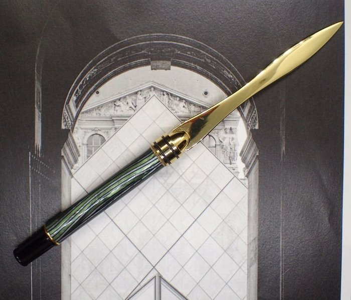 手創=首創~獨一無二突發奇想 手工製作拆信刀古董賽璐璐綠色銀色波紋鋼筆握把 可拔訂書針