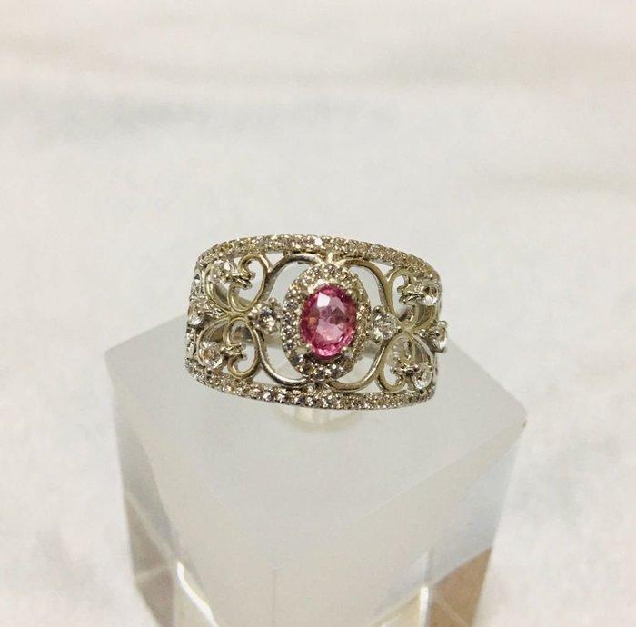 珍奇翡翠珠寶首飾-戒指系列05-天然粉紅色藍寶石,濃郁櫻花粉色,乾淨迷人,火光爆閃,搭配925銀白k鋯石戒台