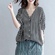 ♡ 右米衣飾 ♡ 日系 文藝 中大尺碼 V領條紋百搭基本款短袖上衣