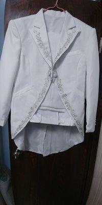 全新貨尾白色燕尾禮服套裝送煲呔三件套(煲呔,腰封及袋巾)包郵順豐