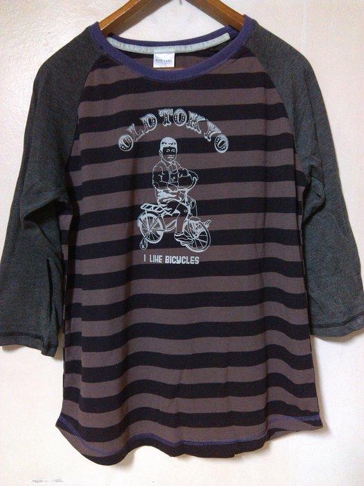 孩童騎單車 OLD TOKYO 印圖 紫灰配色橫條紋 棉質 七分袖T 棒球T 圓弧下擺 簡約 百搭 休閒