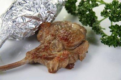 【年菜系列】紐西蘭法式小羔羊肩排(8支)/約655g±3%~頂級羊肉肉質~不需太多的調味