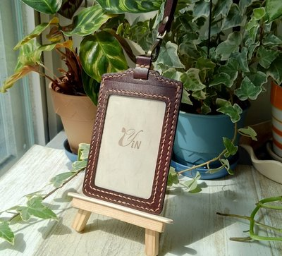 尹設計手工皮件-植鞣革真皮識別證件卡套-直式-深棕色-現貨+預購