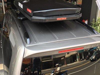 阿勇車頂行李箱 雙邊開 YAKIMA天空行李箱 低風阻款 黑色卡夢碳纖紋路 Skybox LoPro CarBonite