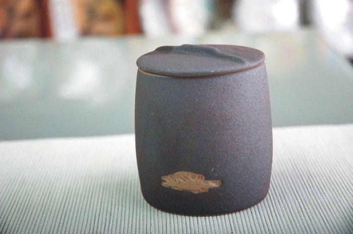 茶葉罐 /茶甕/ 醒茶【掌上型魚拓茶倉】 【聚寶堂】