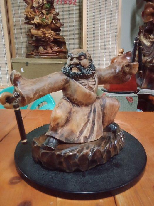 武達摩序類之耍雙截棍 香樟木雕刻 作者:柯金仲