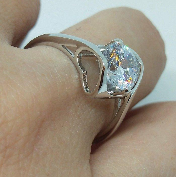 莫桑鑽寶求婚戒指鑽戒1.5克拉鑽石925銀包厚白金鑲高碳鑽媲美真鑽肉眼難辨 百年經典戒指天使之吻鉑金質感十心十箭極光仿真