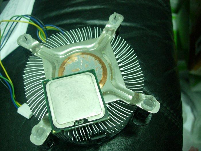 INTEL正式版E4300原廠CPU銅底風扇4300 CORE 2 DUO SL9TB LGA775處理器含散熱器