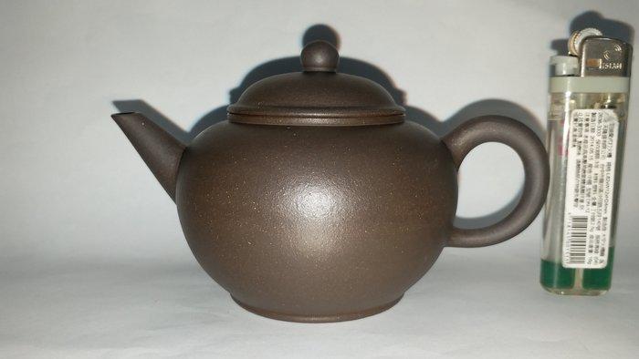 宜興惠孟臣製款關刀嘴黑鐵砂標準壺