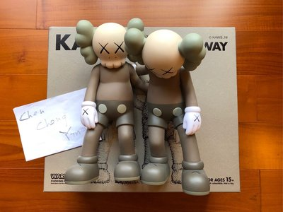KAWS Along The Way Vinyl Figure Brown 棕色 公仔 搭肩 人偶 官網 公司貨